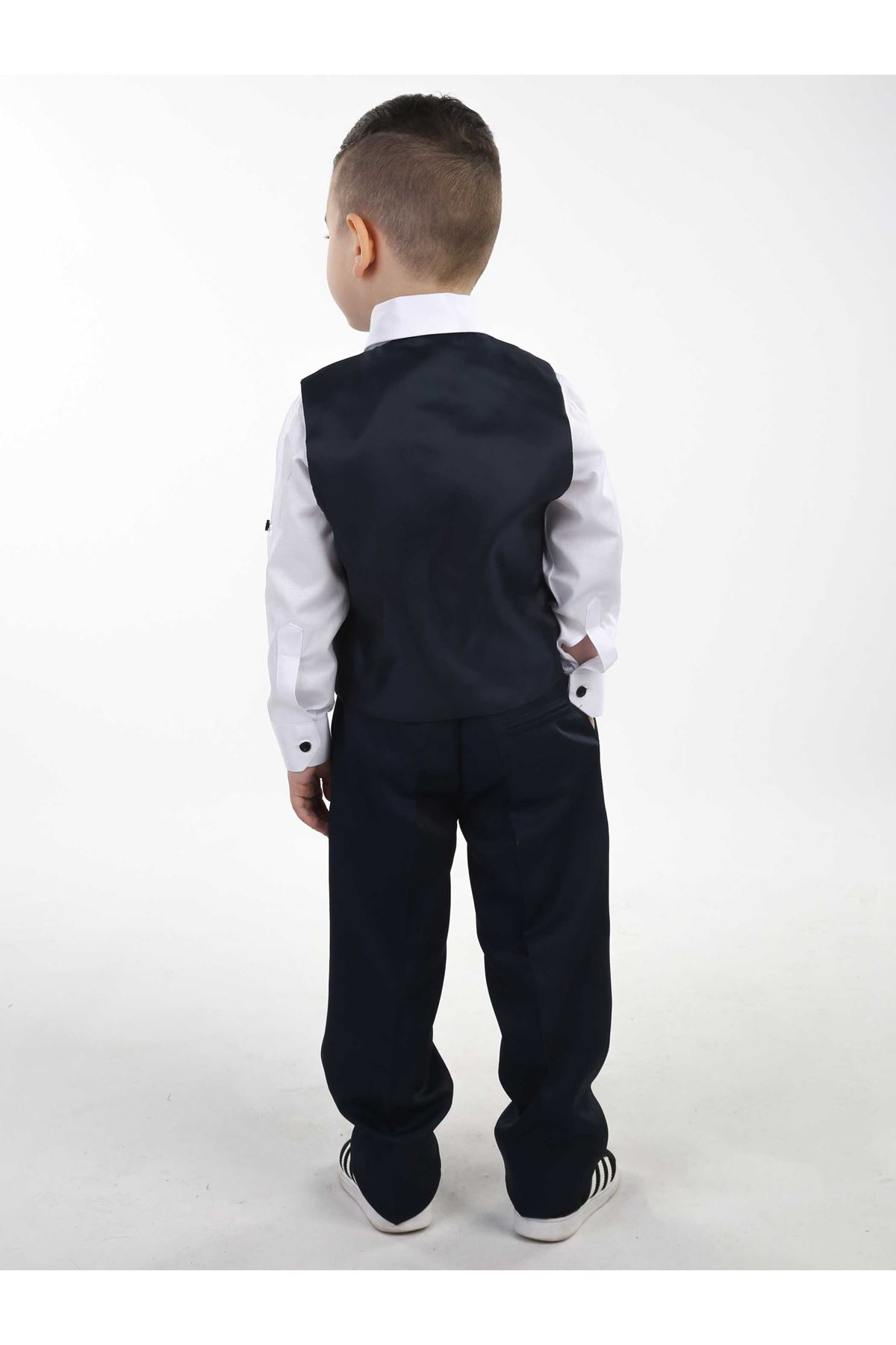 Lacivert Yelekli Papyonlu Erkek Çocuk Takım Elbise