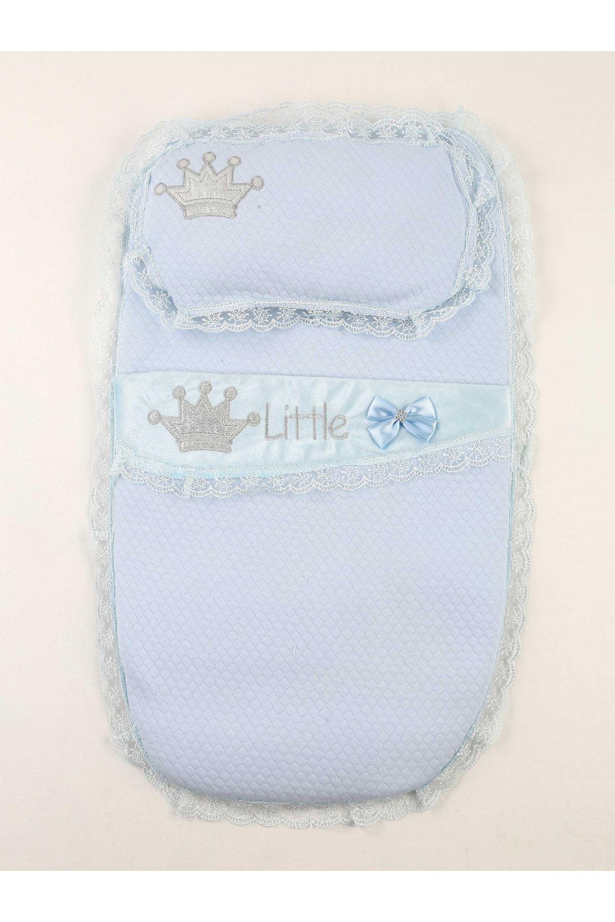 Mavi Erkek Bebek Kundak Alt Açma