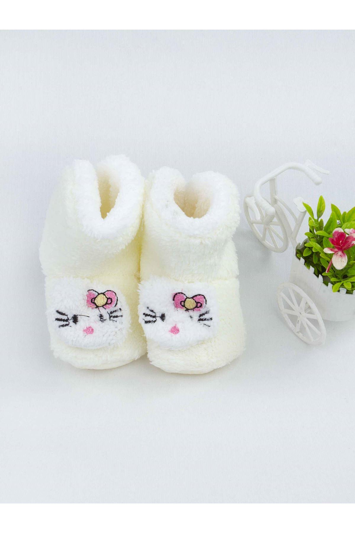 Beyaz Figürlü Kız Bebek Welsoft Panduf